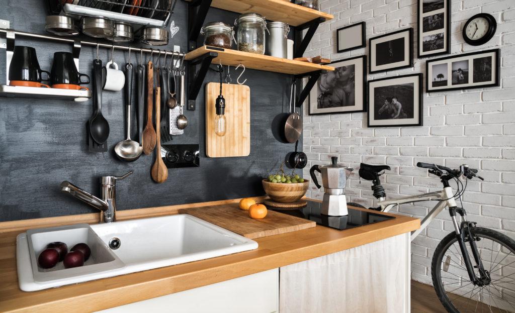 obrazy na ścianie w kuchni
