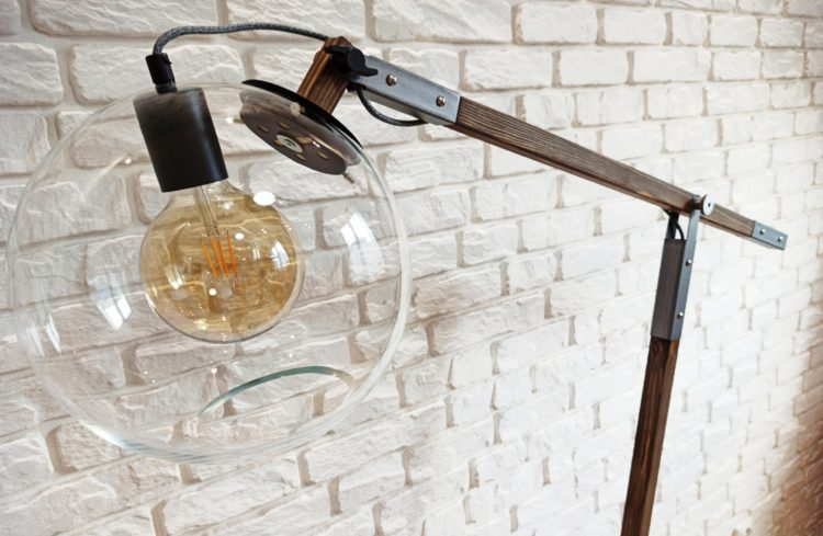 lampa stojąca loftowa
