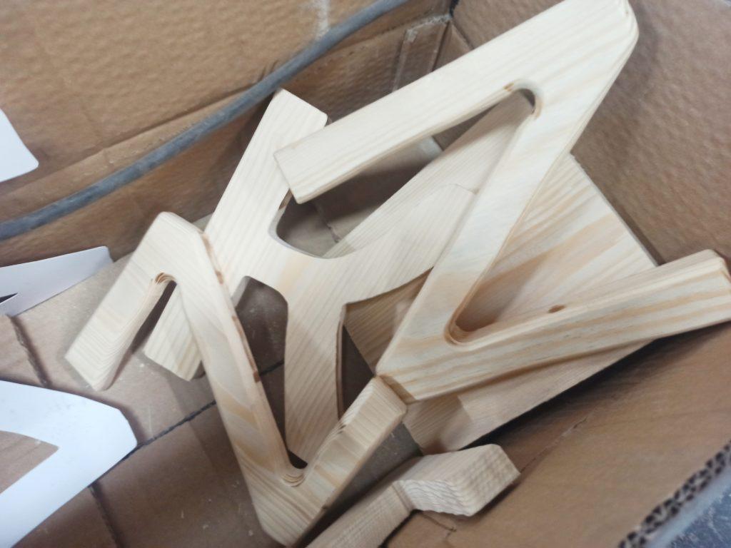 drewniane literki