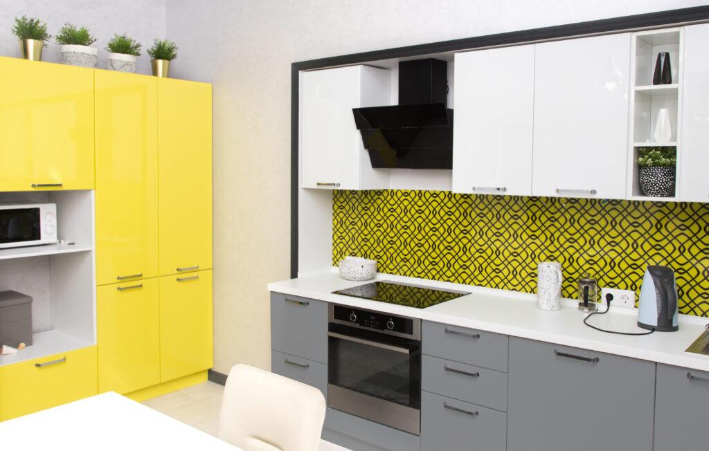 szara żółta kuchnia