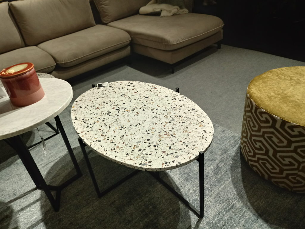 stolik z lastryko
