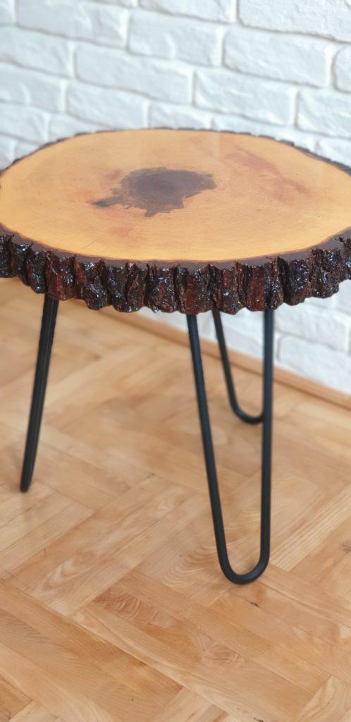 stolik drewniany z korą