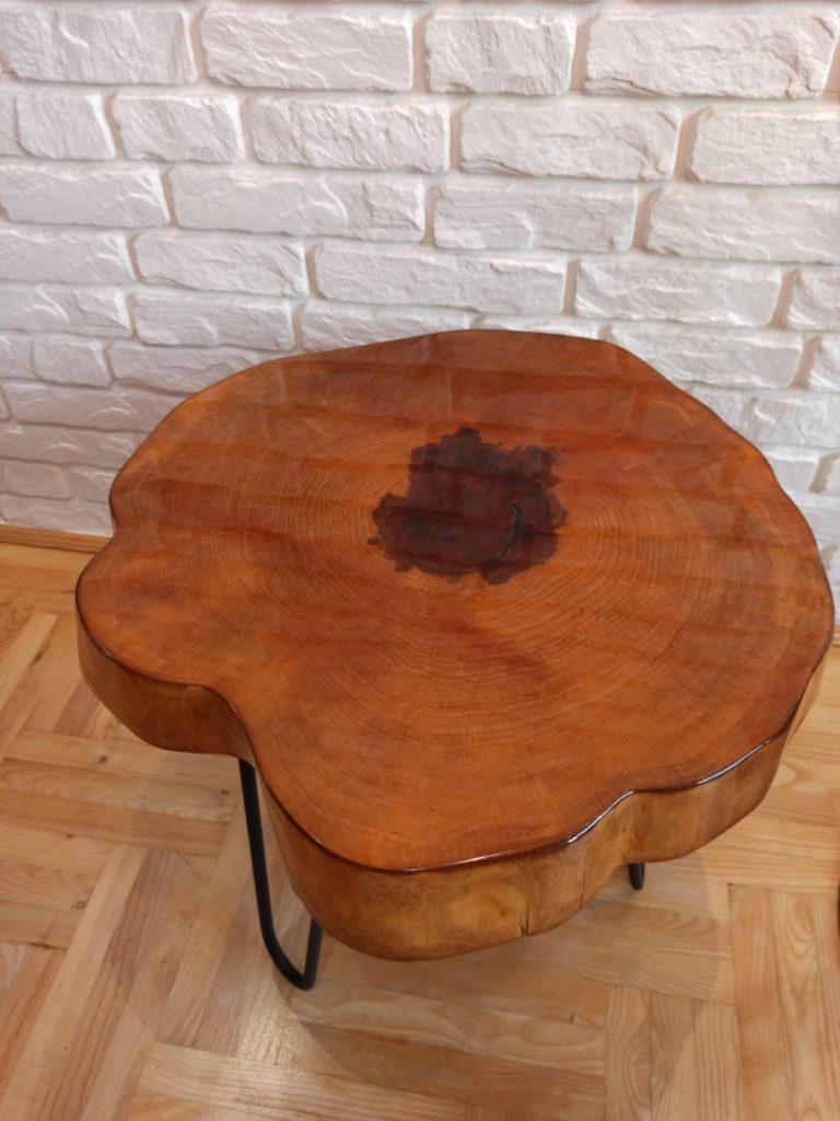 jak zrobić stolik kawowy z plastra drewna?