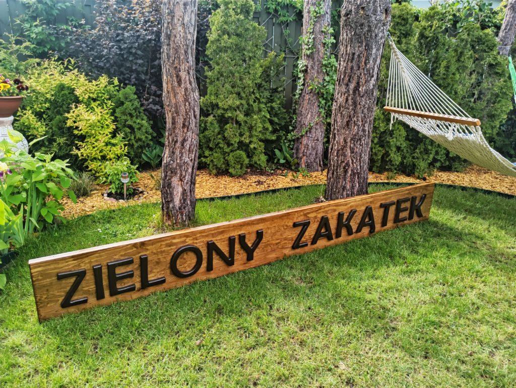 drewniany napis do ogrodu